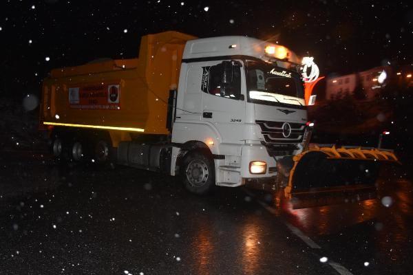 İzmir'i kar etkisi altına aldı