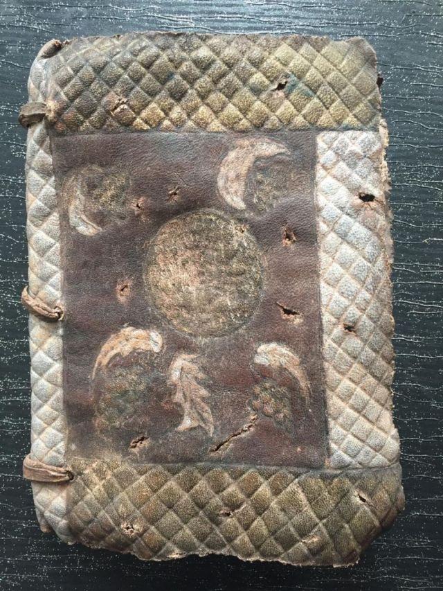 befcb271 6772 4d8f b2dc c743b12dde3f - Eskişehir'de bin yıllık el yazması İncil ele geçirildi