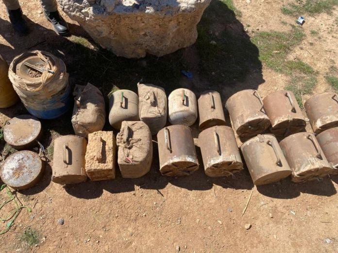 Terör örgütüne büyük darbe: Yüzlerce kilogram patlayıcı ele geçirildi #1