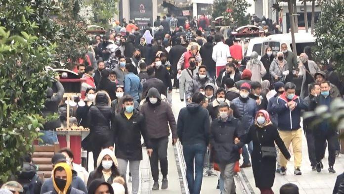 İstiklal Caddesi'nde pazar yoğunluğu #1