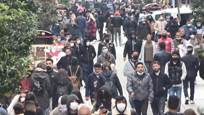 İstiklal Caddesi'nde pazar yoğunluğu #4