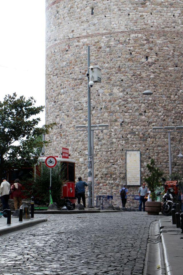 Galata Kulesi önündeki tepki çeken KGYS direği kaldırılıyor #5