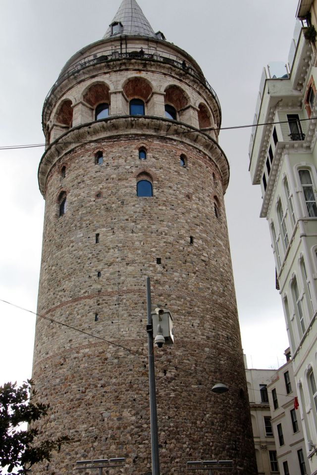 Galata Kulesi önündeki tepki çeken KGYS direği kaldırılıyor #2