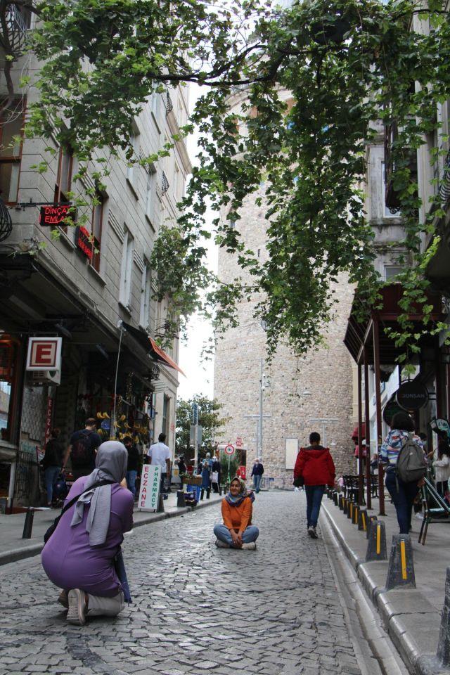 Galata Kulesi önündeki tepki çeken KGYS direği kaldırılıyor #3