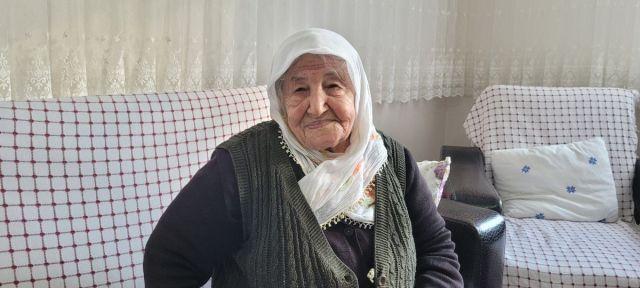 Akçaabat ta koronavirüs ü evde atlatan yaşlı kadın  herkes aşısını olsun  dedi #1