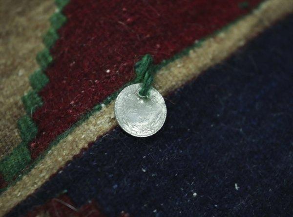 Antika halı uzmanı asırlık halılara hayat veriyor