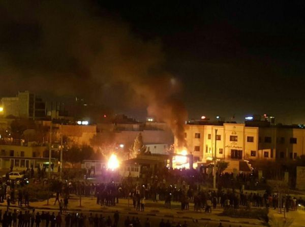 İran'da polise ateş açıldı