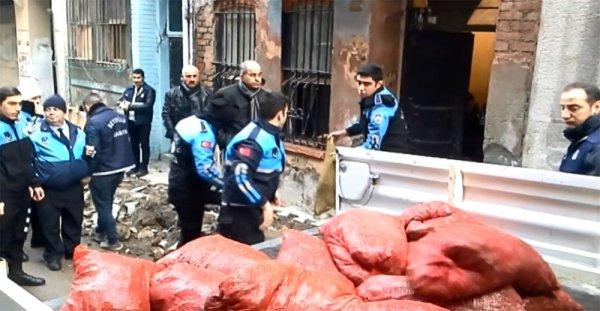 Beyoğlu'nda 2 tonluk midye dolma operasyonu