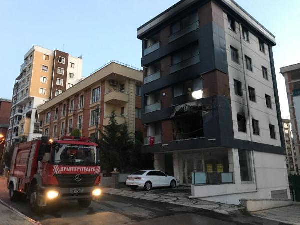 Pendik'te 4 katlı binada yangın