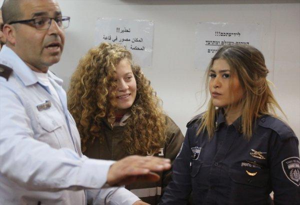 Filistinli cesur kız Ahed'in yargılanması yine ertelendi
