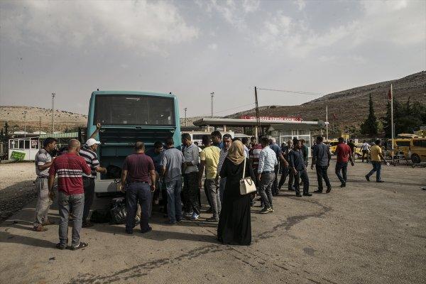 Suriyelilerin güvenli bölgelere dönüşü sürdürüyor