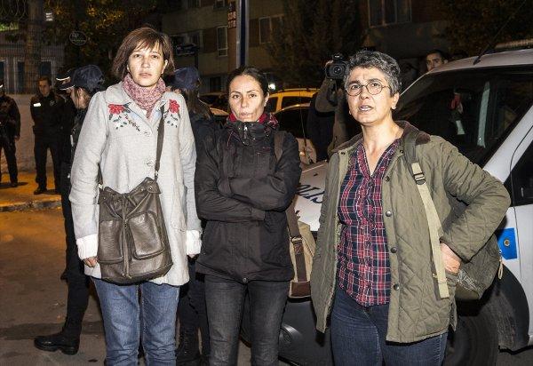 CHP önünde eylem yapan Nuriye Gülmen serbest bırakıldı