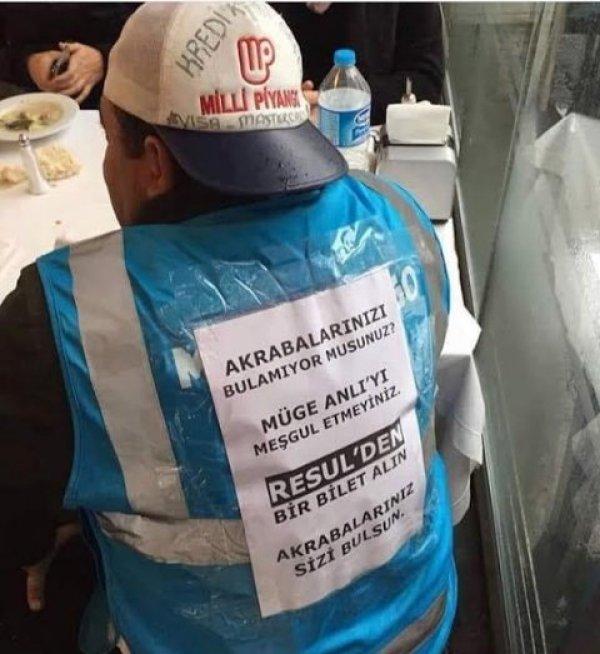 Milli Piyango satıcısı yeleğindeki yazıyla gündeme oturdu