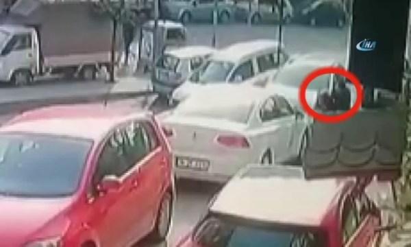Sokak ortasında karısının boğazını kesen cani tutuklandı