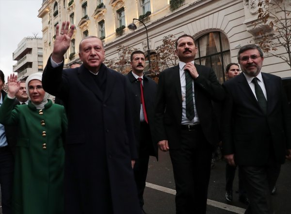 Başkan Erdoğan'a Paris'te coşkulu karşılama