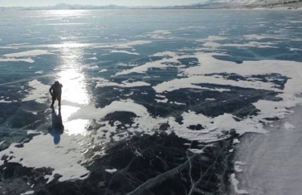 Baykal Gölü'nü patenle geçen 76 yaşındaki nine