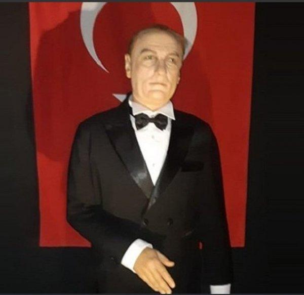 Müze sahibi, tepki çeken Atatürk heykelini savundu