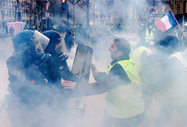 Macron'dan polislere özel prim