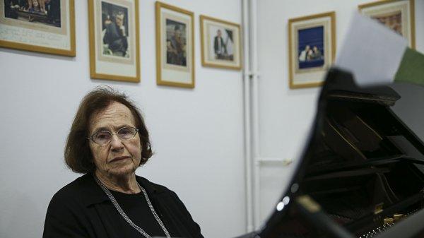 Ünlü piyanist Ayşegül Sarıca, 78 yıldır tuşlara dokunuyor