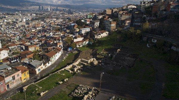 Antik tiyatro 1500 yıl sonra güneşe kavuştu