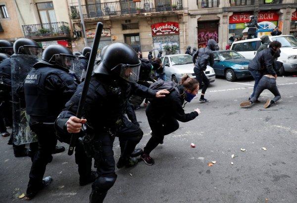Katalonya'da İspanya karşıtı gösteri: 77 yaralı