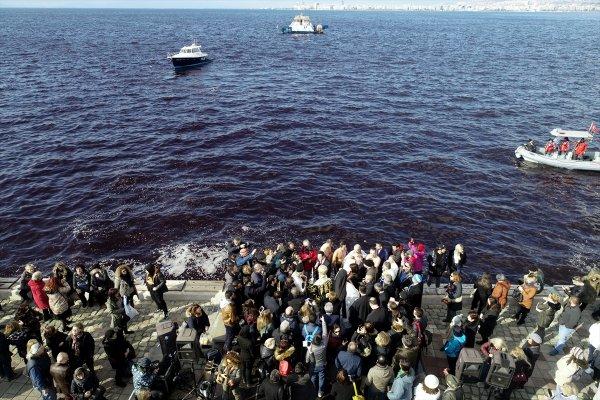 İzmir'de 'haç çıkarma' töreni yapıldı