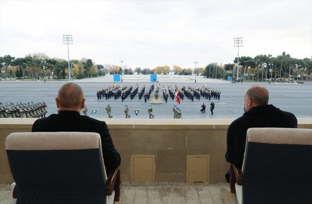 azerbaycanda askeri gecit toreni duzenlendi 7380 - Azerbaycan'da askeri geçit töreni düzenlendi