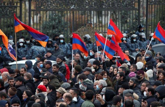 ermenistan 1945 - Ermenistan'da sokaklar karıştı