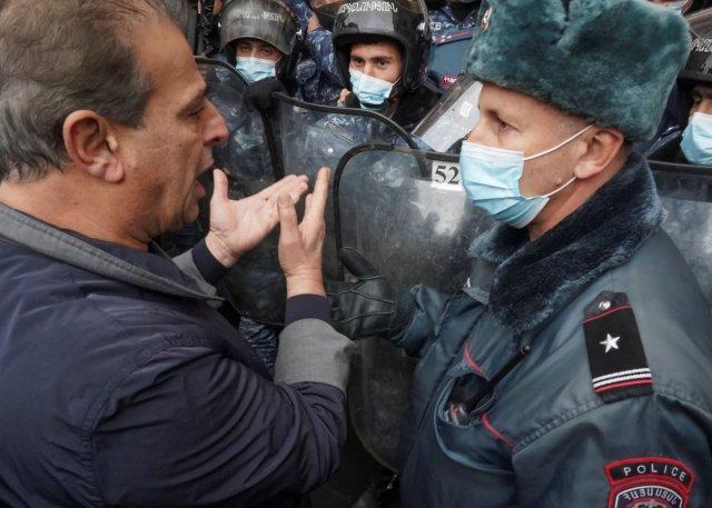 ermenistan 3877 - Ermenistan'da sokaklar karıştı