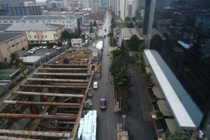İstanbul da 4 yıldır süren metro inşaatı vatandaşları çileden çıkardı #2