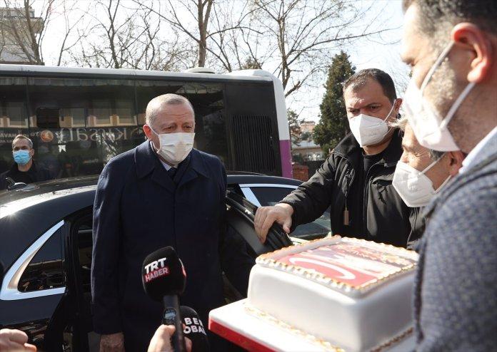 Cumhurbaşkanı Erdoğan için Kısıklı da pasta kesildi #3