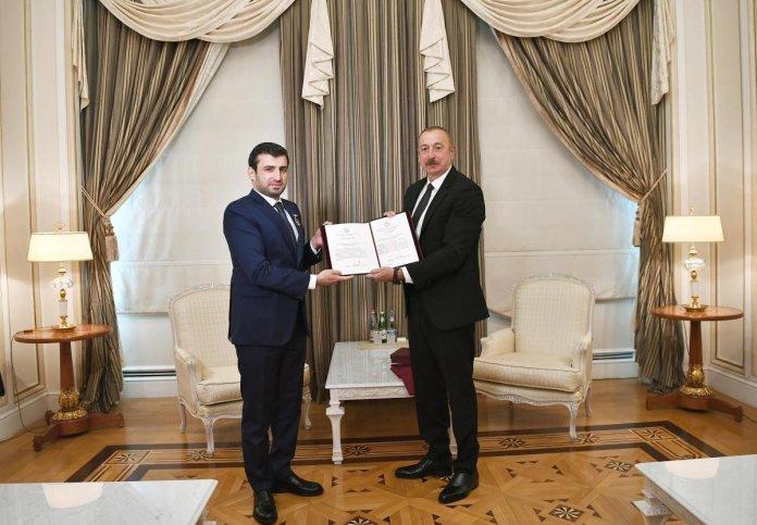 İlham Aliyev, Selçuk Bayraktar a madalya taktı #5