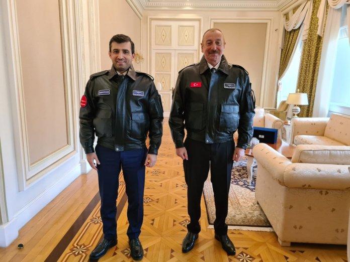 İlham Aliyev, Selçuk Bayraktar a madalya taktı #2