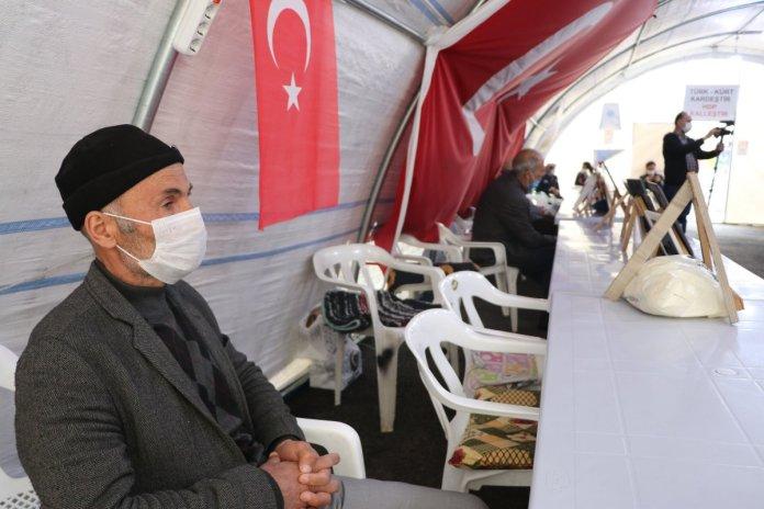 Diyarbakır da turuncu kategorideki kardeşi için nöbete katıldı #2