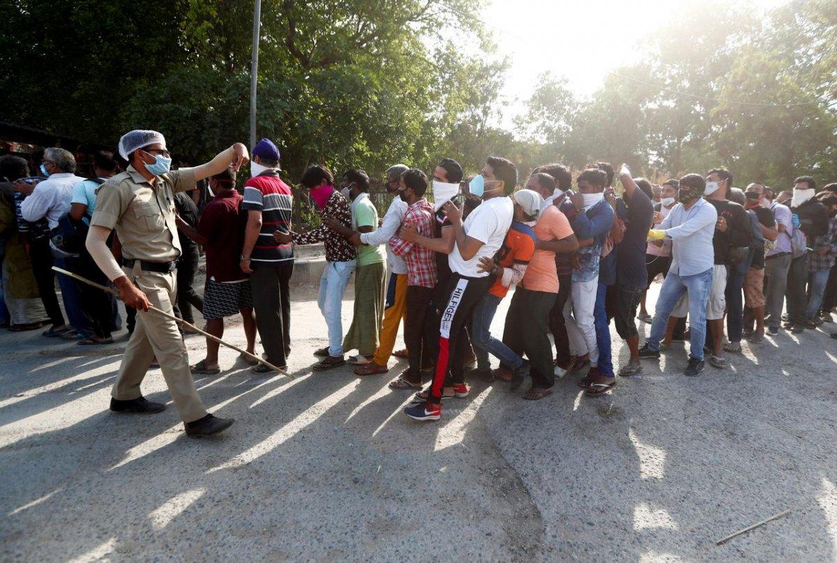 Hindistan'da koronavirüs yasaklarına uymayanlara akılalmaz cezalar #5