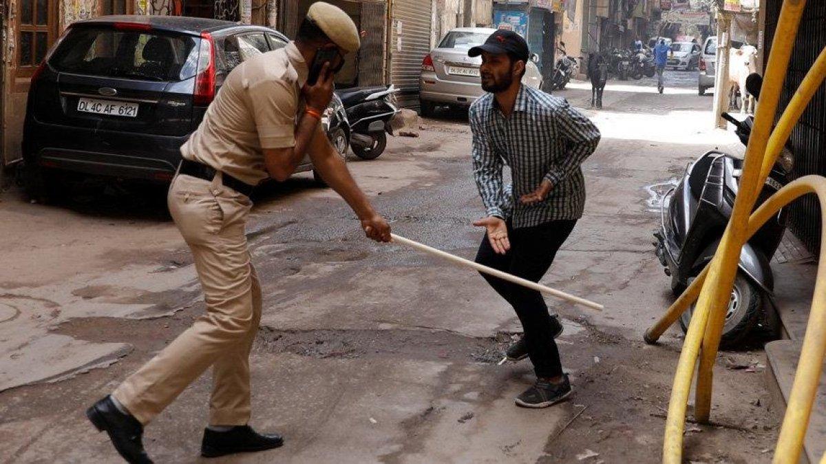 Hindistan'da koronavirüs yasaklarına uymayanlara akılalmaz cezalar #1