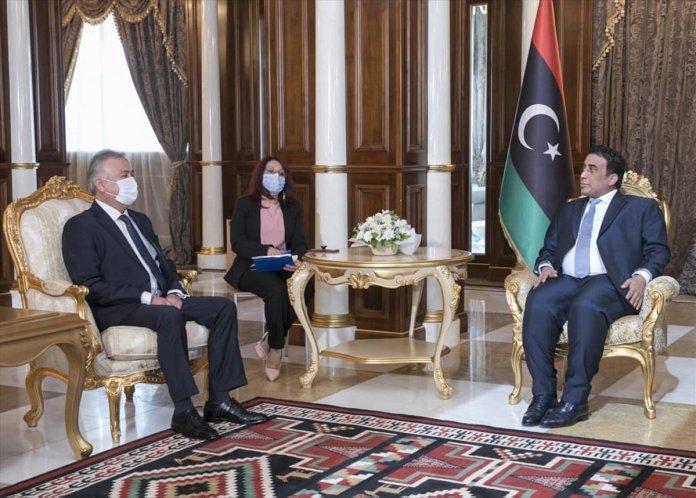 Muhammed Menfi nin Türk büyükelçiyi kabulünde dikkat çeken görüntü #3