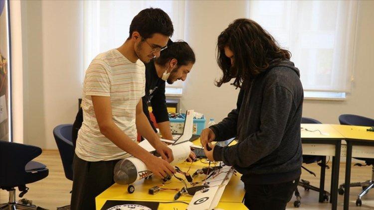 Yalova da öğrenciler, afetlere karşı yapay zekalı model uçak geliştirdi #2
