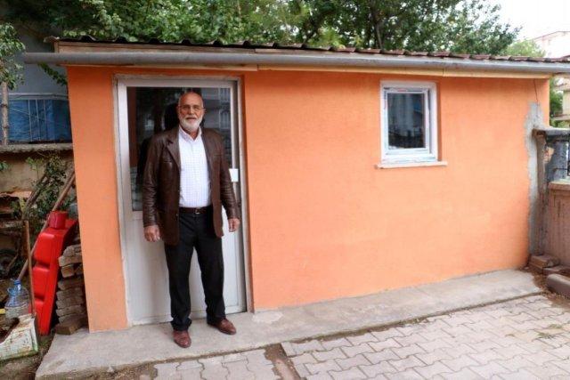 Sivas ta bir kişi müştemilatı bakkala çevirerek muhtaç ailelere yardım ediyor #2