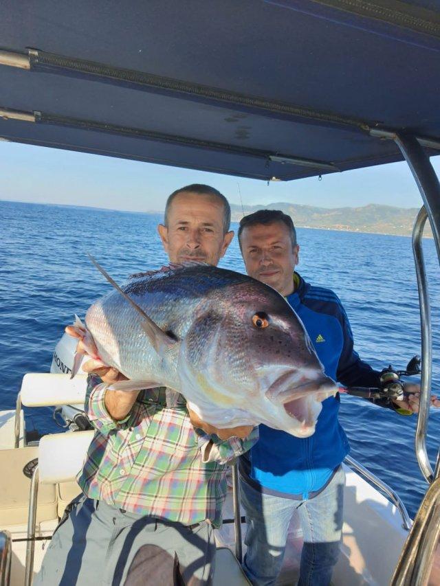 Çanakkale deki amatör balıkçı, 10 kiloluk balık yakaladı #2