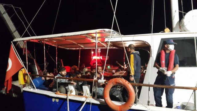 Çanakkale açıklarında 193 düzensiz göçmen yakalandı #1