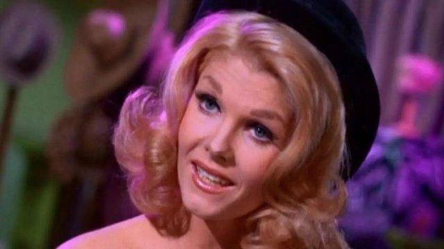 Batman hayranları yasta! Hollywood un yıldız ismi Jean Hale den acı haber #4