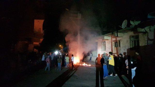 Diyarbakır da sayaçların elektrik direklerine bağlanmasını protesto ettiler #4