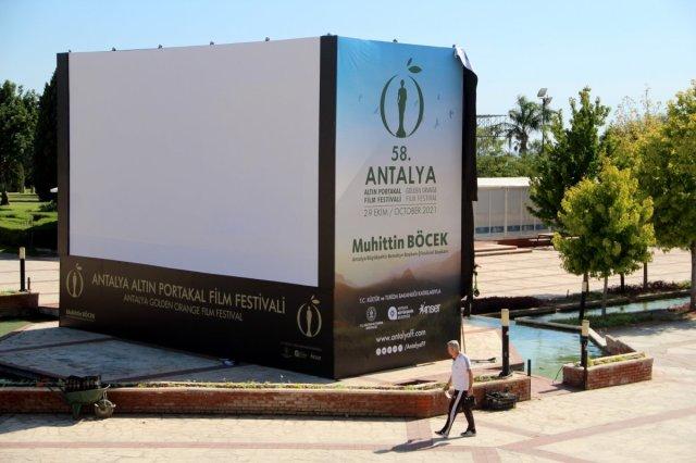 Antalya daki Altın Portakal Film Festivali için 58 heykel dikildi #3
