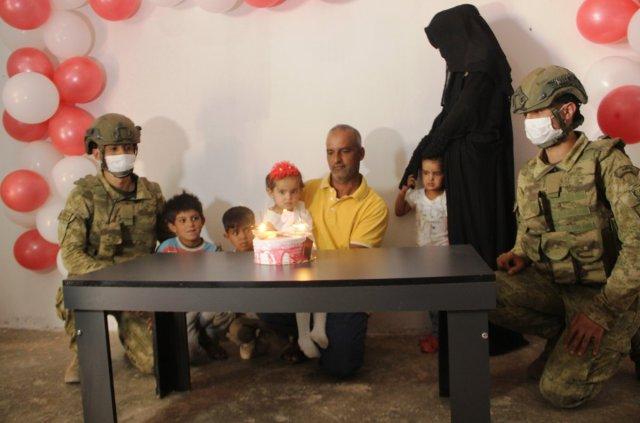 Barış Pınarı Harekatı sırasında doğan Pınar'a, askerlerin doğum günü sürprizi  #4