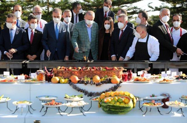 Cumhurbaşkanı Erdoğan lezzet festivalinde mangalın başına geçti #4
