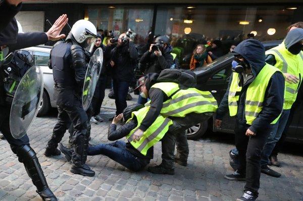 Brüksel'de polis şiddeti başladı