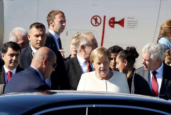 Merkel, Suriye zirvesi için İstanbul'da