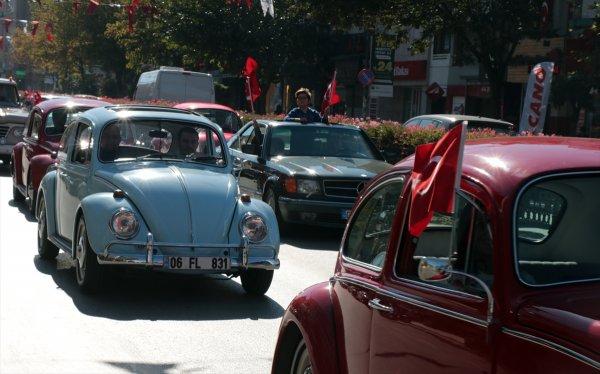 Atatürk'ün benzeri Cumhuriyet konvoyunda