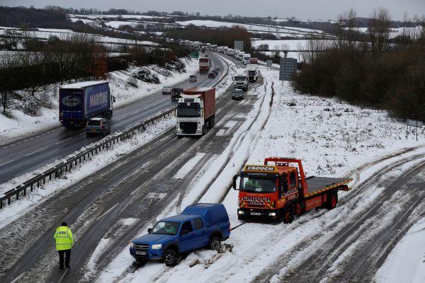 İngiltere'de kar kaosu